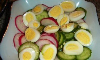 Салат весенний с крутонами