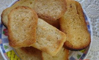 Бутерброды с замазкой из сардин.