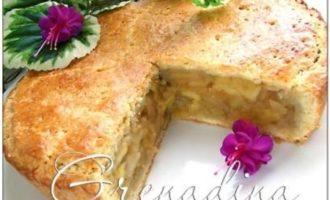 Яблочный пирог c карамельным соусом