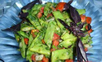Салат со стручковой фасолью.