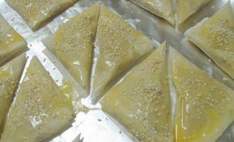 Слоеные пирожки из теста филло с начинкой