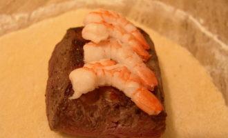 Говядина с креветками в тесте