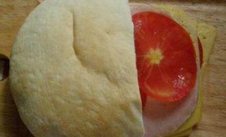 Горячий бутерброд в пите для оооочень голодных:)