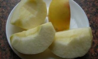 Курочка с яблоками
