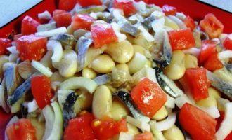 Салат из сельди с фасолью и луком