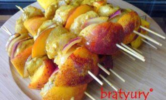 Шашлык из курицы с персиками