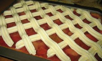 Пирог с яблоками, ревенем и ванильным кремом.
