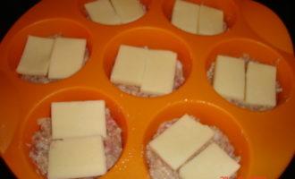 Кексики из фарша с сырной начинкой