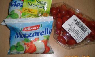 Салат с помидорами черри и моцареллой