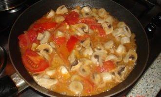 Курица под сырно- грибном соусом