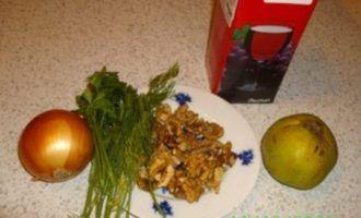 Фасоль с айвой и орехами