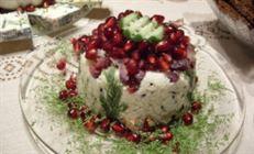 Сырный салат с зернами граната