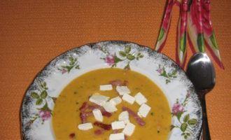 Морковный суп-пюре с брынзой