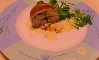 Рулет из налима и бекона, начинённый сливочным маслом с тимьяном