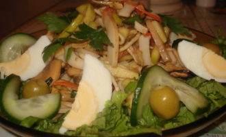 Салат из копченых морепродуктов