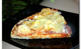 Пицца с ветчиной и яйцом