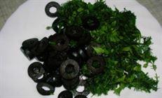 Суп из индейки с маслинами и сырными гренками