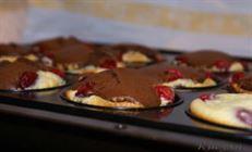 Шоколадные маффины с кремовой прослойкой