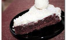 Шоколадный торт с ликером и сливочным кремом