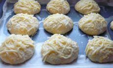 Дрожжевые сырные булочки