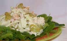 Фруктовый салат с курицей и креветками