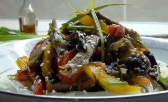 Утка с овощами, почти в азиатском стиле.