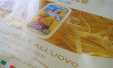 Какао-тальятелле с кленовым сиропом и кедровыми орехами.