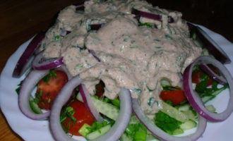Салат дачный под ореховым соусом ( не для оценки)