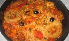Курица,тушеная с маслинами и овощами и с добавлением гнезд.