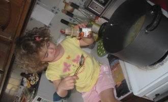 Жаренные спагетти со свининой и овощами в стиле chow mein