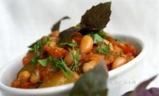 Кабачок с фасолью и томатами