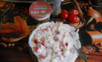 Филе кролика, запеченное в сметанно-сырном соусе с помидорами и грецким орехом