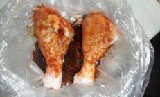 Маринованные куриные голени, с пюре и грибами.