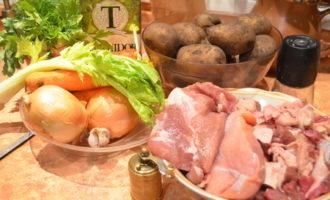 Бекеоффе (мясное ассорти тушеное с овощами).