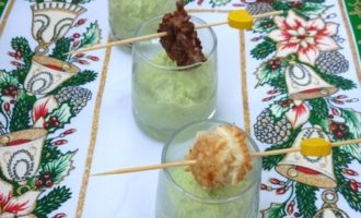 Креветки в кокосовой и льняной панировке с соусом из авокадо