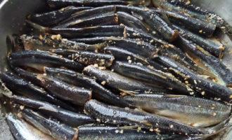 Балтийская салака (baltijas renges) тушёная под сметаной с овощами