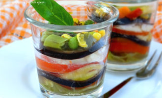 Овощи в собственном соку с брынзой в верринах на пару