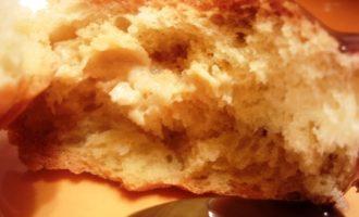 Нежные сливочные булочки с марципаном. для фрау светлик.