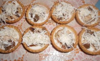 Запеченная курица с грибами в тарталетках