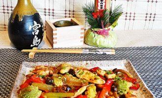 Курица стир-фрай с овощами.