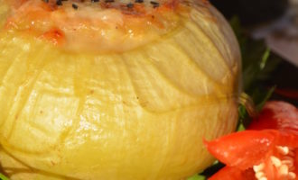 кольраби фаршированная морепродуктами и домашним сыром