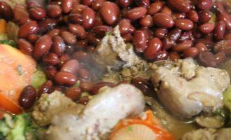 Куриная печень тушеная с овощами