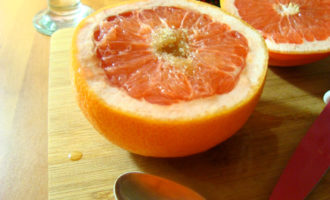 Запечённый грейпфрут.