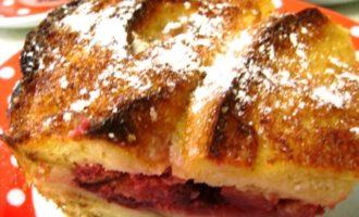 Ароматная шарлотка с яблоками и брусникой. для наташи-krisenok.