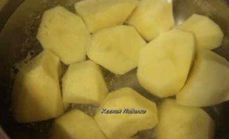 Рассыпчатый картофель с сыром и обжаренной курочкой