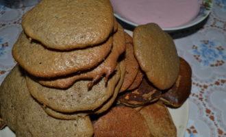 Шоколадный торт «опавшие листья» со сметанно-смородиновым кремом