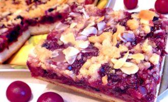 Пирог с вишней и штрейзелем
