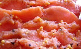 Красная рыба пряного посола пикантного вкуса с перцем. о как!