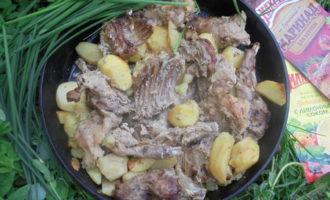 Запеченный кролик с картофелем на горчичном маринаде махеев