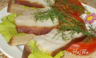 Бутерброды с копченым салом